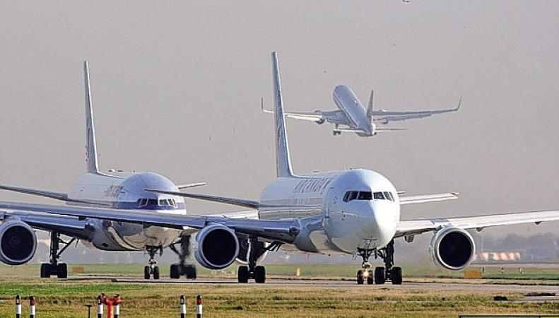 самолеты в аэропорту Хитроу