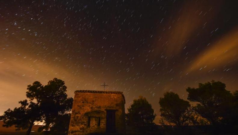 персеиды в ночном небе