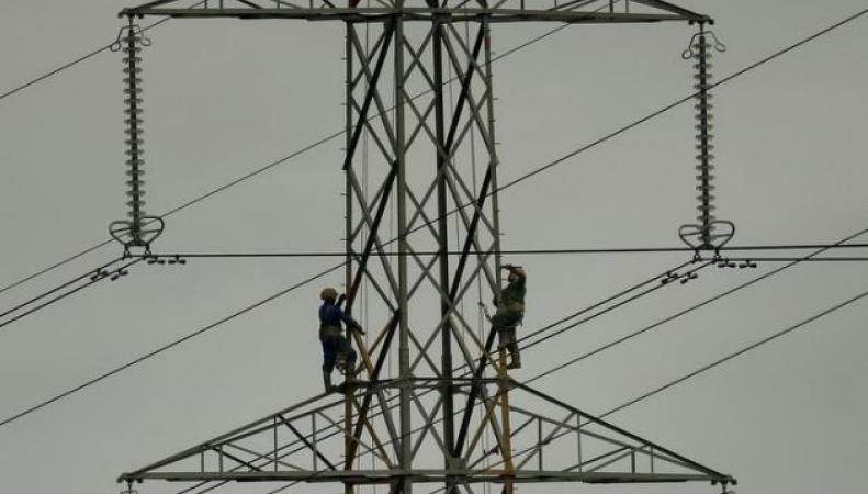 Монтажники электросетей