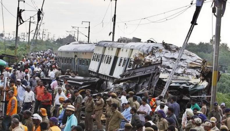 Столкновение поездов на севере Индии унесло жизни 20 человек