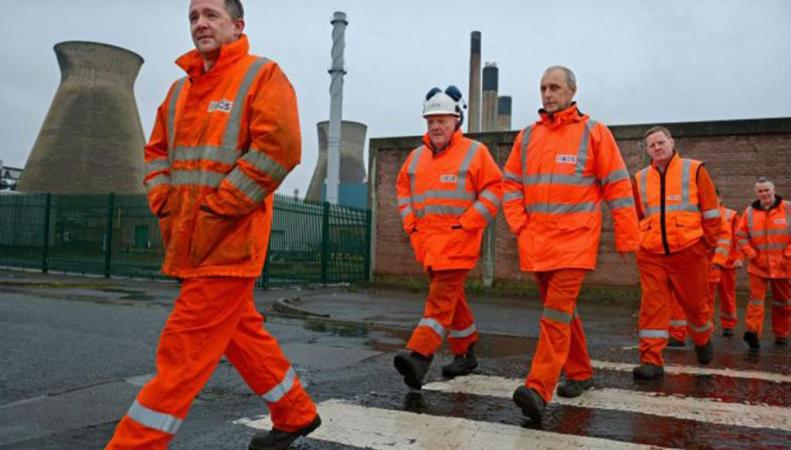 рабочие электростанции в Шотландии