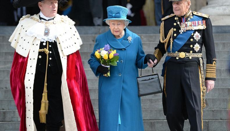 Королева Елизавета II, принц Филипп и лорд-мэр Лондона