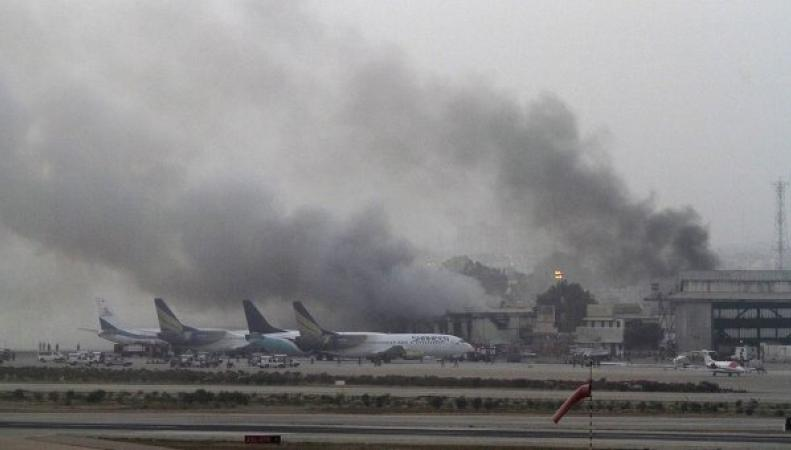 В Пакистане боевики атаковали международный аэропорт Карачи