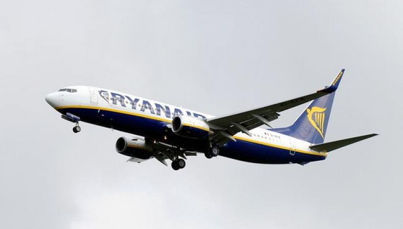 самолет в ливрее Ryanair