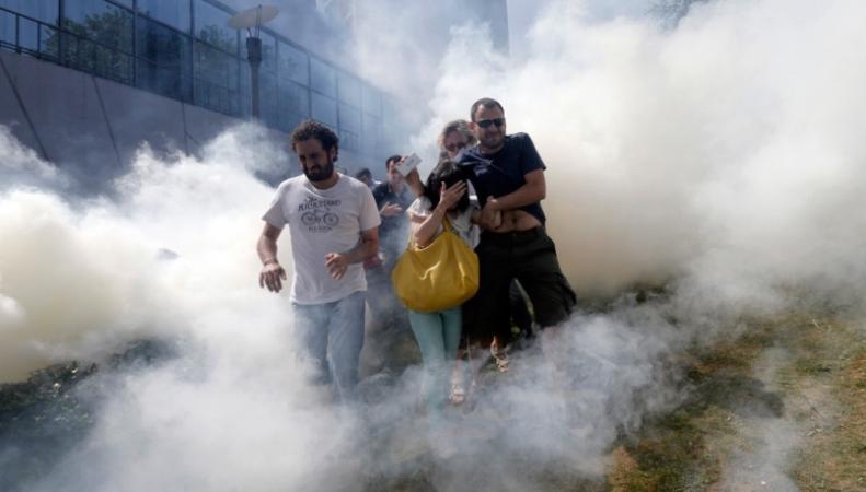 Турецкая полиция использовала слезоточивый газ против толпы протестующих после взрыва в шахте