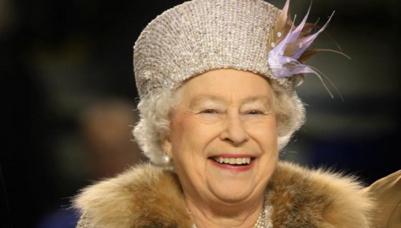 Букингемский дворец: королева не встречалась с сообщившей о связи с принцем Эндрю девушкой