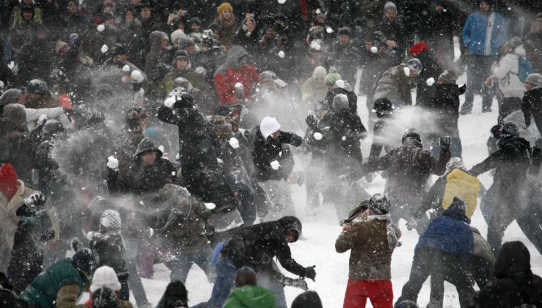 Британская полиция грозит арестами любителям снежков