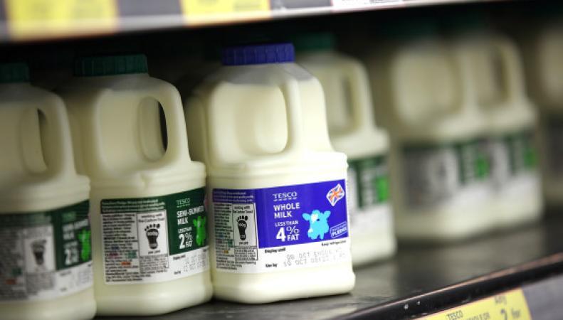 молочный ряд в супермаркете Tesco
