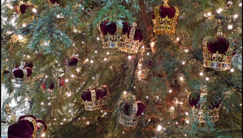 украшение елки в Букингемском дворце