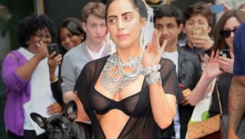 Леди Гага в прозрачном белье на улицах Нью-Йорка