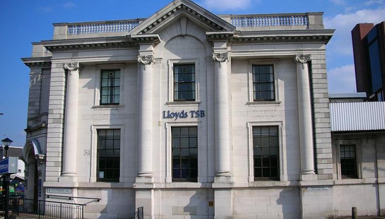 Британский Lloyds Bank отказался кредитовать сделку с «Роснефтью»
