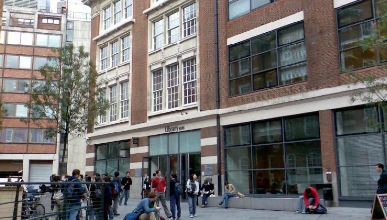 В Лондоне студенты подписали петицию против авиаударов в Сирии