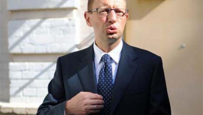 Яценюк недоволен, что Керри встречался с Путиным в Сочи