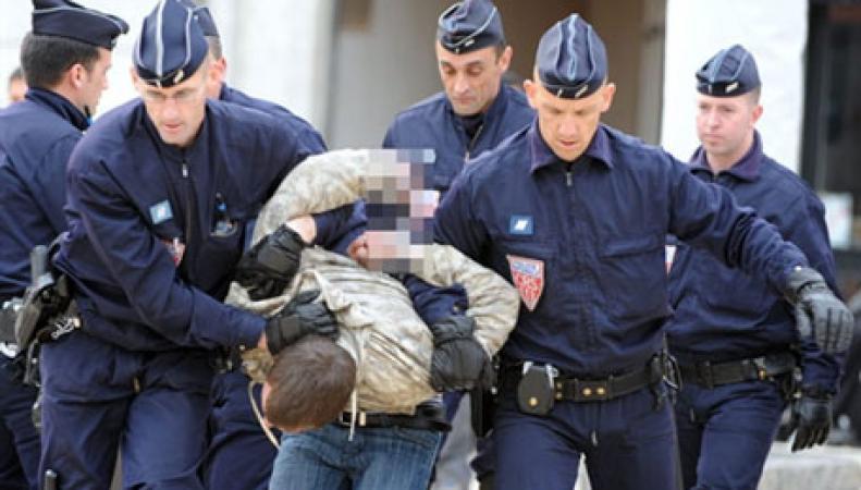 Во Франции задержан мужчина по подозрению в убийстве британской семьи