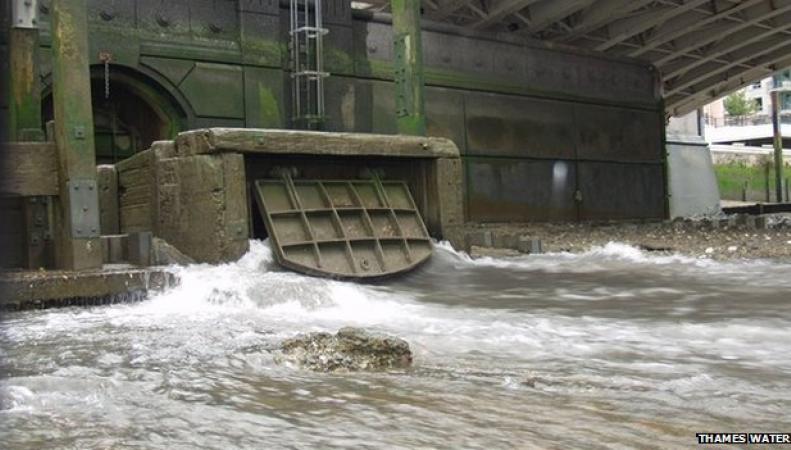 канализационный сток в Темзу