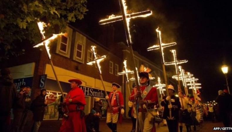 Факельное шествие в Льюисе