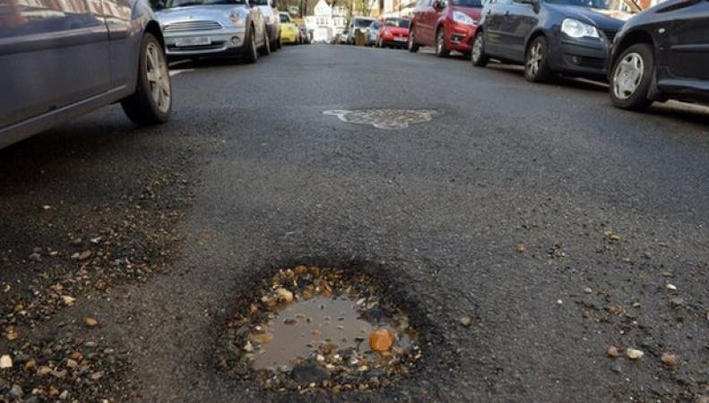 Дефект дорожного покрытия