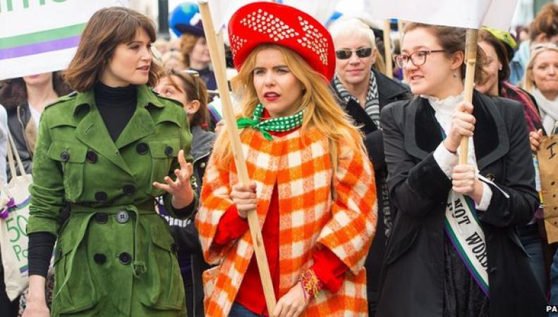 Джемма Артертон и Палома Фейт на параде