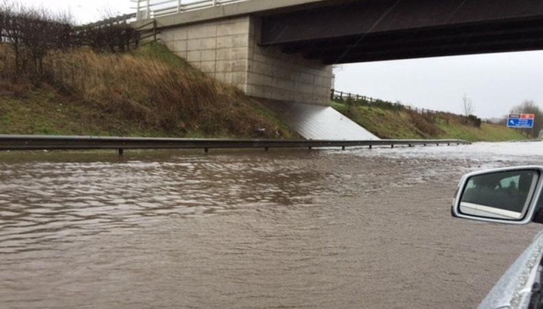 потоп на М9 в районе Стерлинга