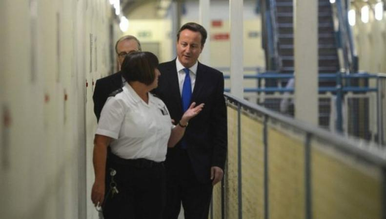 Дэвид Кэмерон инспектирует тюрьму