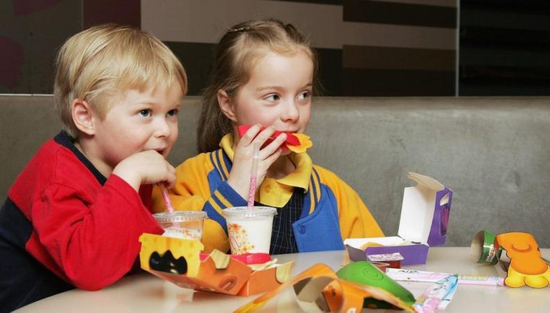 Дети, живущие рядом с фастфудом, чаще страдают ожирением