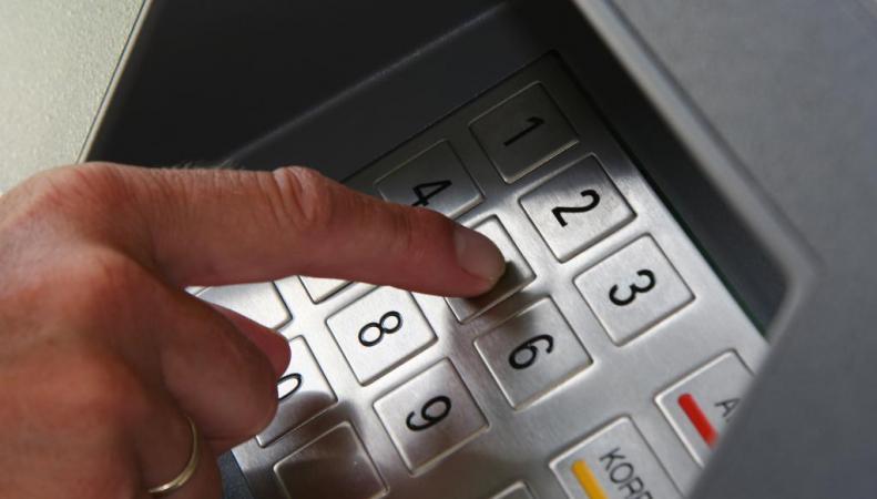 Банкомат похитили с помощью подкопа