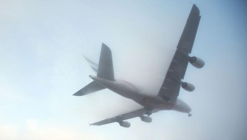самолет в густом тумане