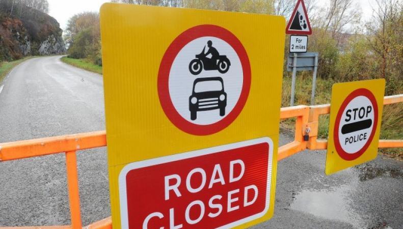 перекрытое шоссе в Шотландии