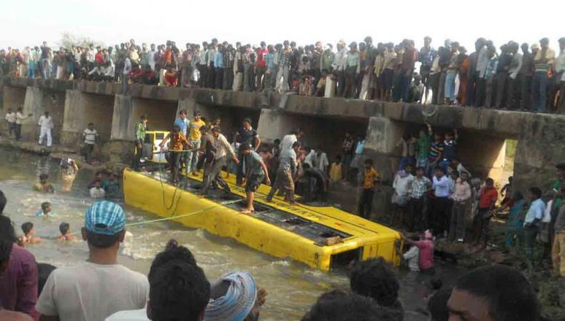 Автобус упал в реку в Индии: архивное фото РБК