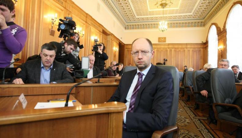Яценюк заявил что система обеспечения армии уничтожена