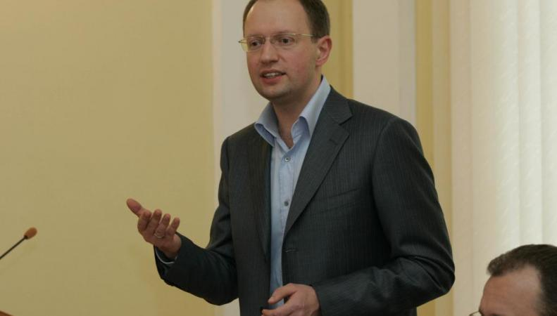 Яценюк: Украина будет защищать право на торговые отношения с Россией через ВТО
