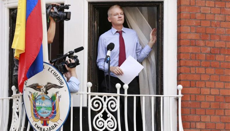 Ассандж в посольстве Эквадора