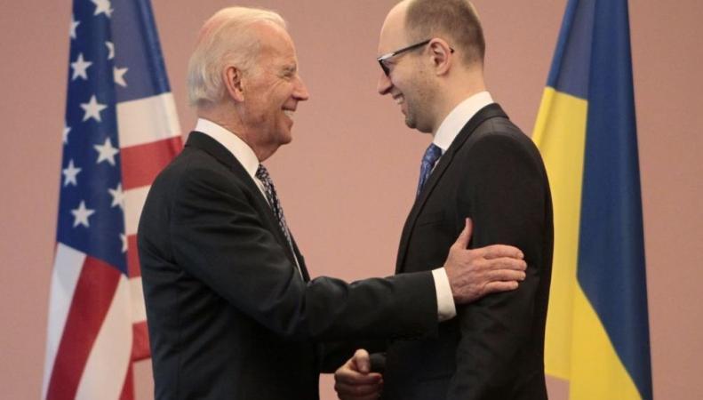 Байден обещал Яценюку давать на Россию