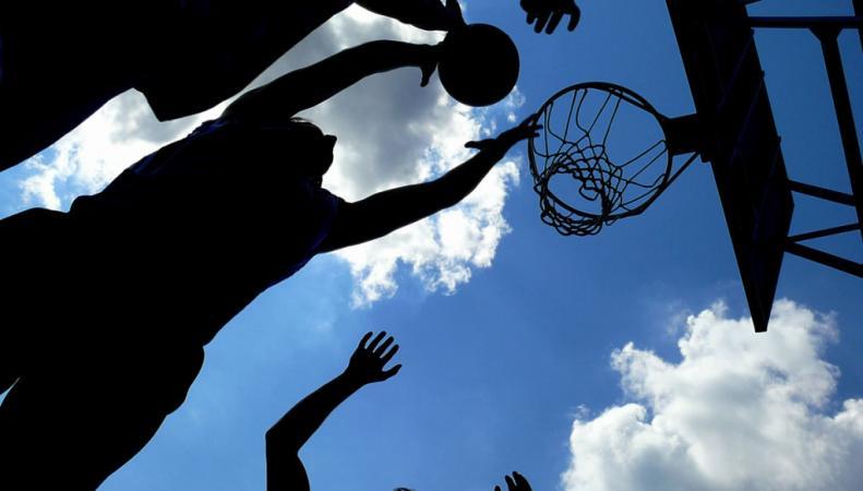 Ношение головных уборов могут разрешить баскетболистам
