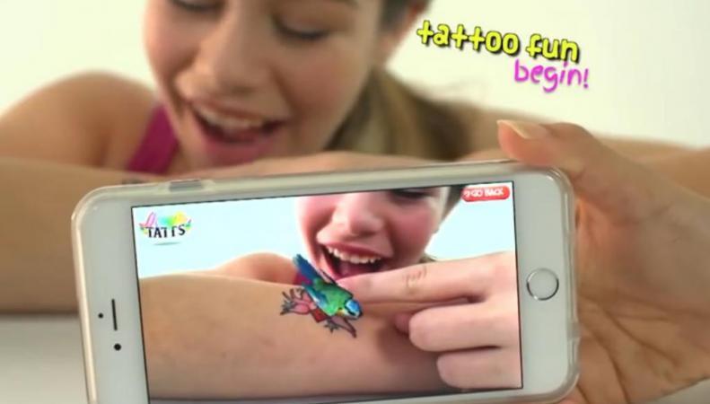 Британские дизайнеры создали тату, оживающие с помощью смартфона