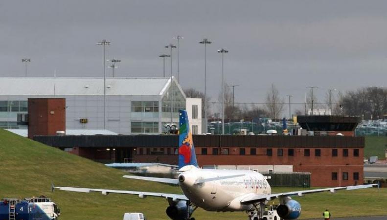 аэропорт Бирмингема самолет Small Planet Airlines