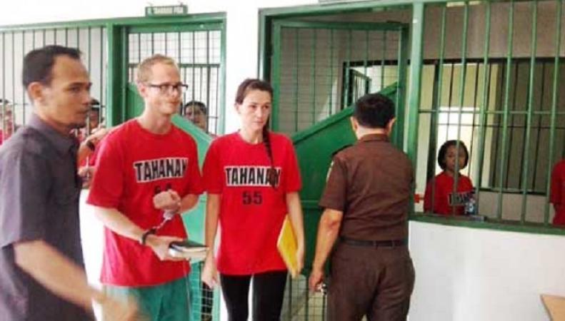Британских журналистов осудили в Индонезии