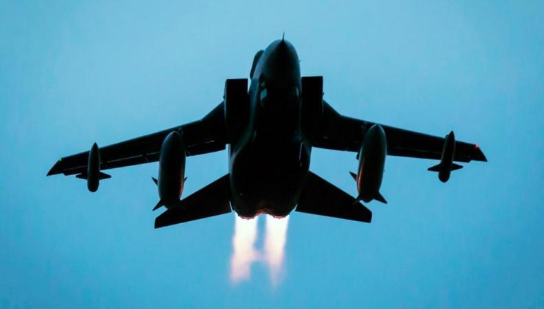 Британский бомбардировщик в воздухе