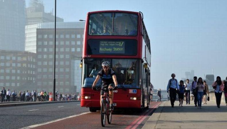 выделенная полоса общественного транспорта