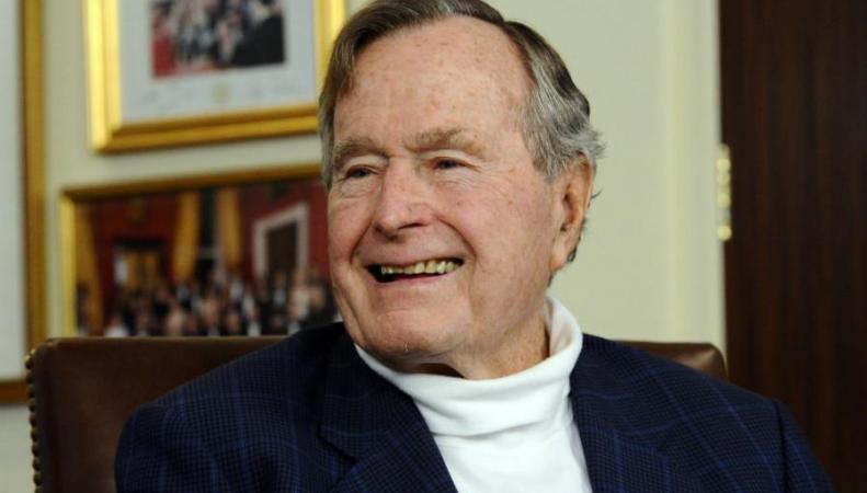 Экс-президенту США Джорджу Бушу-старшему исполняется 90 лет