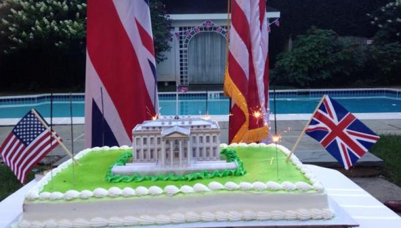 праздничный торт в посольстве