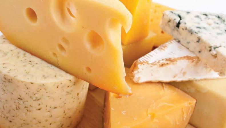 Сыр приравняли к кокаину ученые