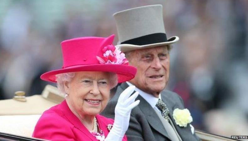 Королева Великобритании Елизавета II переезжает из Букингемского дворца