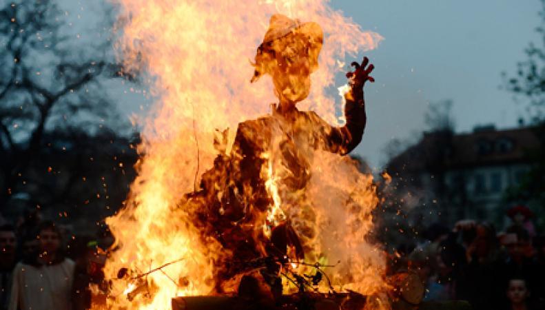 Сжигание чучела ведьмы
