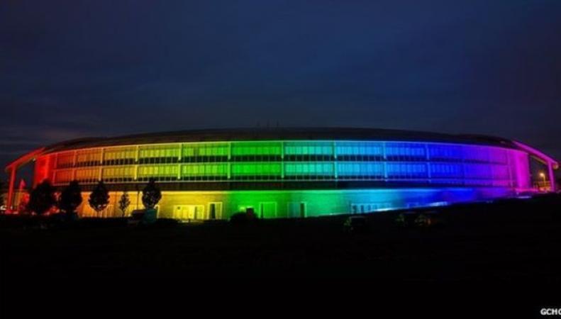 здание Центра правительственной связи украсили ради борьбы с гомофобией