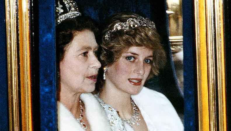 Королева Елизавета II и принцесса Диана