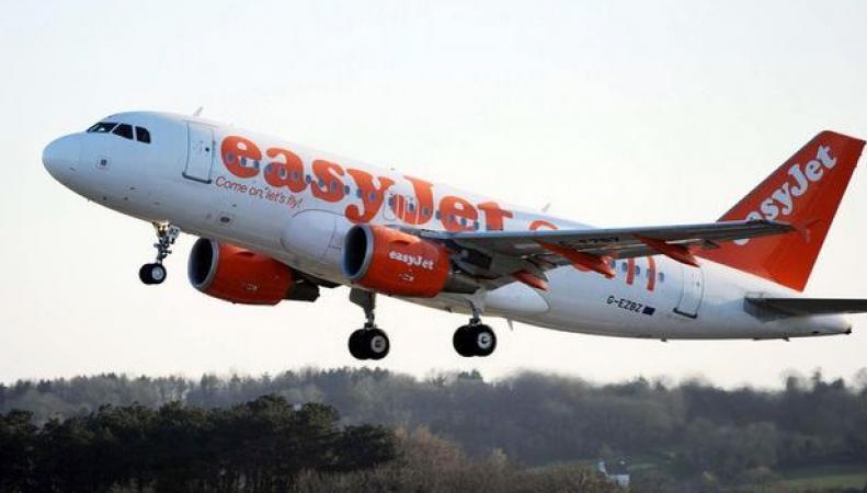 самолет авиакомпании EasyJet