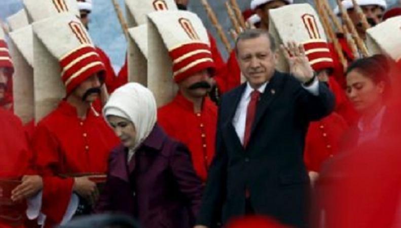 Турецкие чиновники должны доносить на критиков Эрдогана