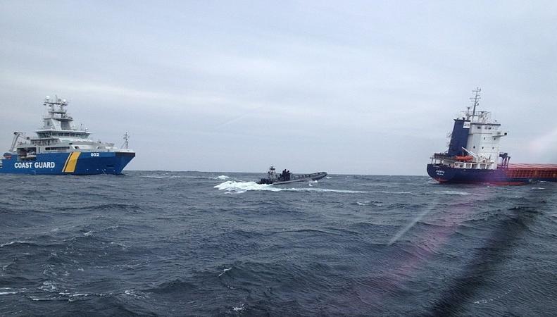 Эстонский танкер в Стокгольмском архипелаге