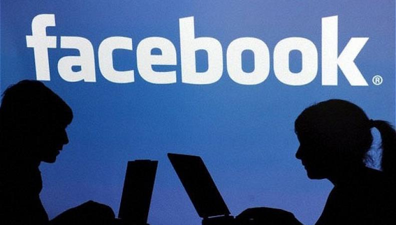 Facebook разрушает семьи, выявил опрос